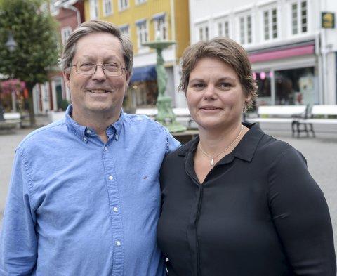 DAGLIG LEDER: Janna Pihl blir daglig leder i Kragerø Næringsforening. Her sammen med styreleder Jan Petter Abrahamsen.