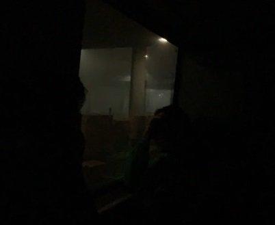 MØRKT: Det var helt mørkt ombord i toget som ble stående på Bekkelaget.