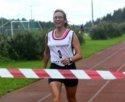 SMILTE INN MOT MÅL: Smilet var på plass da Eva Olsson løp over målstreken i Bjørndalspretten.
