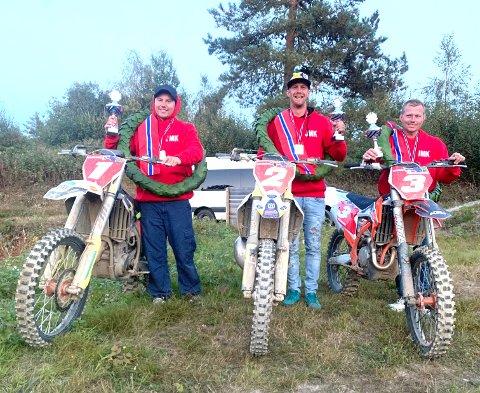 GULLGUTTER: Kim Oiva Jarva, Even Heiby og André Eriksrud sørget for lag-gull til Jevnaker.