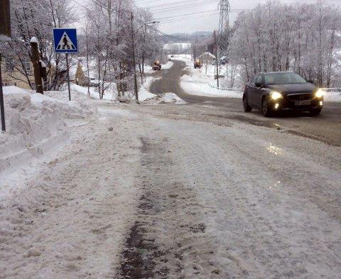 BREDE FORTAU: Aldri har vel fortauene langs Branderudveien vært så brede vinterstid som akkurat nå.FOTO: PRIVAT