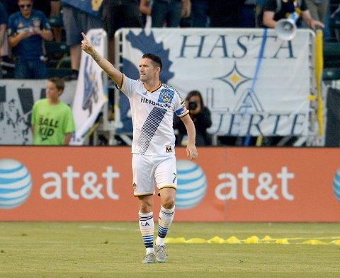 Robbie Keane har hatt en tung måned etter å ha mistet to fettere i en arbeidsulykke hjemme i Irland i starten av juni. Men han er på plass i Los Angeles igjen, og feirer her ett av sine tre mål i 4-0-seieren i sist hjemmekamp mot Toronto.