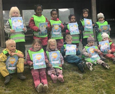 I NATUREN: I sist uke har avdeling Blåbæra i Fjeldebakkane Barnehage vært ute på tur i skog og mark for å lære om allemannsrett og dyra i skogen.