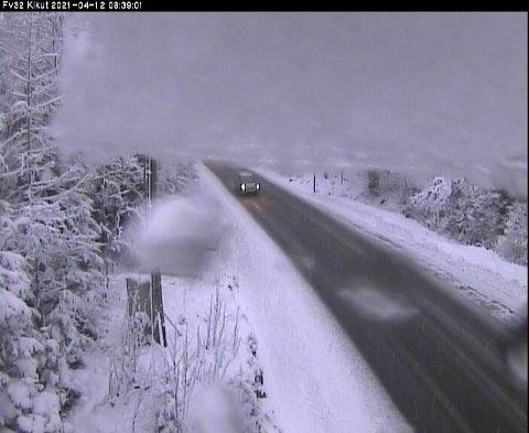 SNØ: Mandag morgen har flere våknet opp til snø.