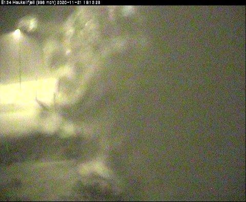 UVÆR: Det snør og er glatt på fjellet. På Haukeli er det kolonnekjøring.