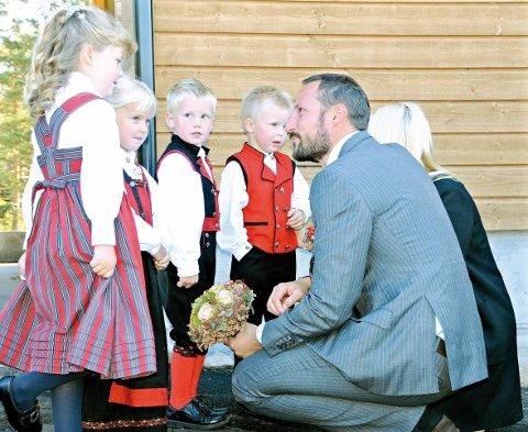 Kongelig besøk: I september 2010 besøkte Kronprinsen sammen med Kronprinsessen Vegårshei, nå kommer Kronprins Haakon tilbake til Heia for å markere «Frivillighetens dag». Arkivfoto