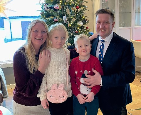 Ordfører Truls Wickholm, her sammen med familien, har nyttårsforsett om å være en enda mer imøtekommende overfor innbyggerne på Nesodden i året som kommer.