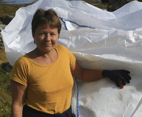 Øyeåpner: June Grønseth samler inn tonnevis av plastsøppel selv, i tillegg til at hun gjør alt hun kan for å engasjere andre i kampen mot engangsplasten. – Flere må våkne og se hva som skjer. Og vi må sammen påvirke politikerne, sier hun. Foto: privat