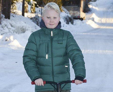 Klar for sommer: Tobias Steiner ser fram til at snøen forsvinner så han kan boltre seg på triksesykkelen.