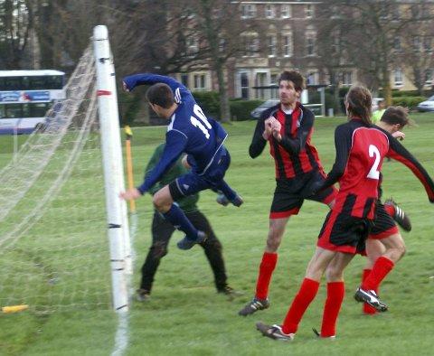 LIVSFARLEG: Fotball for dei over ein viss alder er ikkje trygt. FOTO: Sam Saunders (CC BY-SA 2.0)