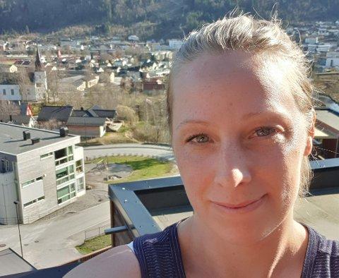 USIKKER:Nabolaget til Petra Bjelke lurer på om det er innafor å sette opp felles-trampolinen i nabolaget i år.