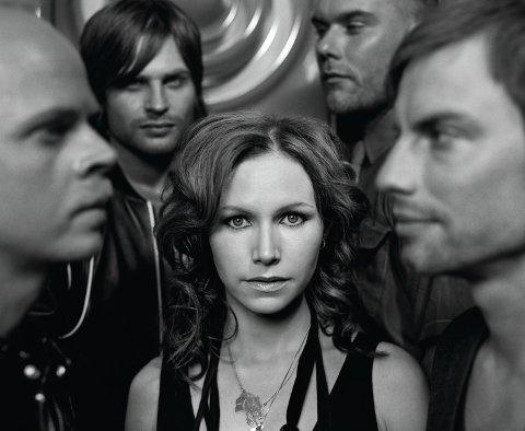 The Cardigans står bak låtene «Lovefool», «My Favourite Game» og «Erase/Rewind» som var populære på 90-tallet.
