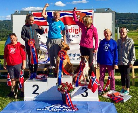 MESTER: Karianne Johansson stakk av med NM-tittelen i rallylydighet sammen med sin egen Chili.