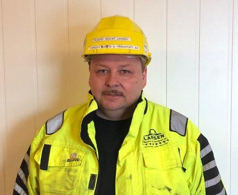 KAMPKLAR I HJELM: Styreleder i Maskinentreprenørenes Forbund avdeling Finnmark, Svend Ingvar Hoel Larsen,  har tatt på hjelm og går i skyttergrava mot stortingspolitiker Bengt Rune Strifeldt (FrP).