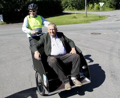 Artig: Kaptein Thormod Hansen godkjente Svele som ny kaptein for sykkelpilotene i Holmestrand.