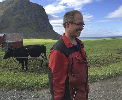 Uttakleiv: Bonde Oddbjørn Andersen har ingen planer om å tjene penger på turistene, det har han ikke tid til. Alle foto: Julie Messel