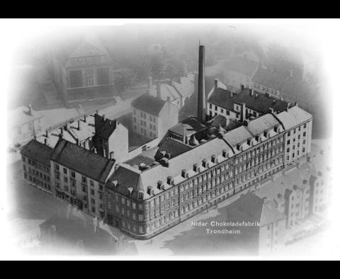 Et luftfoto av Nidar Chokoladefabrikk AS tatt i november 1938.