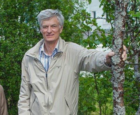 Dag Hvidsten forsker på flått i nord - gjennom prosjektet med samme navn. Han har samlet flått siden 2009.