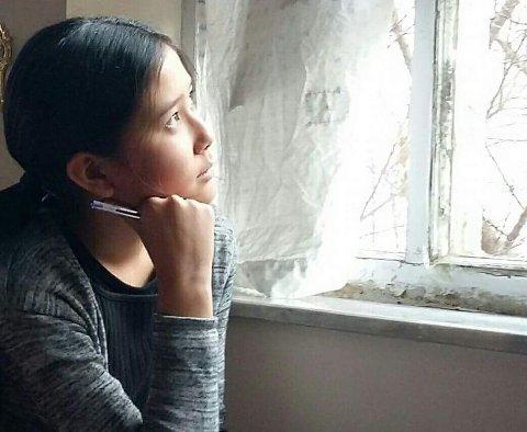VENTER FORTSATT: Farida (12) vil hjem til Dokka, men sitter i Kabul med mors og far og en usikker fremtid.
