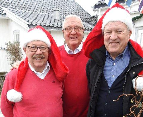 Einar Kristiansen, Knut Bjerke og Ole Øyvind Forberg var turistnisser på runde og fordelte 100.000 kroner til de 15 frivillige lag og foreninger som har hatt vakter på turistservice i sommer.