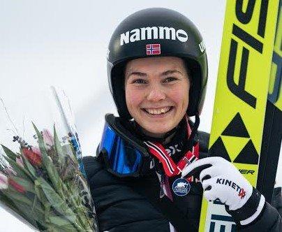 STERK: Silje Opseth leverte veldig god hopping da hun ble nummer to i storbakke-NM for kvinner på Lillehammer. Silje var best i finaleomgangen.