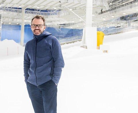 UTBEDRINGER: Både snøen i langrennstraseen og terrenget i alpinbakkene forbedres mens skihallen Snø uansett må holde stengt, forteller daglig leder Morten Dybdahl.