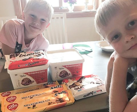 Gøy med godteri: Det siste året har det vært veldig gøy å sjekke posten, synes brødrene Markus (9), Fredrik (7) Aaserud Marstein.