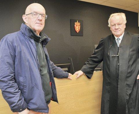 – staten kjemper imot: Drangedølen Fred Arve Løyte (til venstre) har advokat Sigurd Klomsæt som sin prosessfullmektig. – For Løyte virker det som om uansett hva han kommer med, så kjemper staten imot – det har gått prestisje i saken, sa Klomsæt i rettssaken torsdag. Fredag skal blant annet en kjørelærer vitne, før saken avsluttes med prosedyrer.foto: ørnulf holen