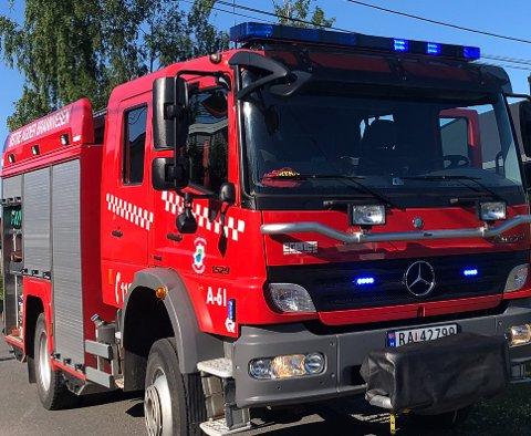 Brannvesenet rykket ut etter melding om røyklukt i huset.