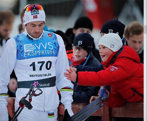 Skuffet: Petter Northug går her ut av Beitostølen skistadion etter en begredelig sesongstart - i 2012.