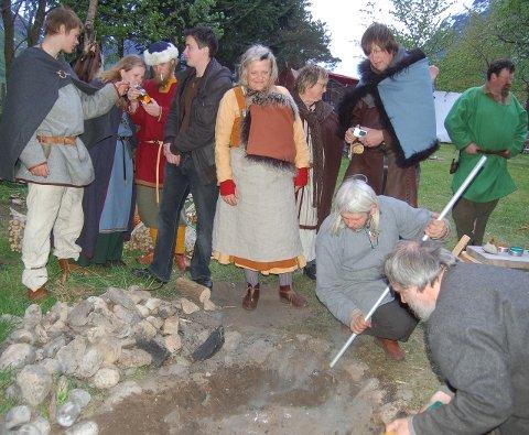Kokegrop: På vikingmarkedet skal det lages mat på gammelmåten, i kokegrop.Foto: Arkiv