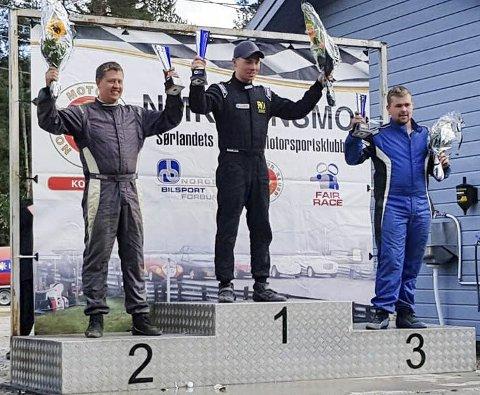 ET STYKKE BAK: Robin Slåttekjær fra Søndeled må ha et lite mirakel til for å gjøre som for to år siden: bli norgesmester i rallycross. Han er nummer to med 18 poeng opp ledende Fredrik Ågedal.