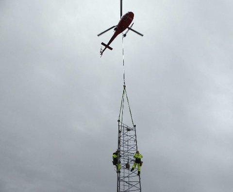 SNART KLAR: Mobilmasta på Lindåsen er i ferd med å ta form. foto: Gunnar skjervheim