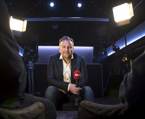 Sjefen: BAs nyhetsredaktør, Rune Eriksen, skal lede lørdagens lokalfotballgalla. 17 priser skal deles ut til spillere og trenere i lavere divisjoner. – Det blir et ordentlig opplegg, og noe vi håper kan bli en tradisjon i årene fremover, sier Eriksen. FOTO: Eirik Hagesæter