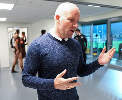 Henrik Pedersen sitter fredag i møter med Strømsgodsets ledelse.