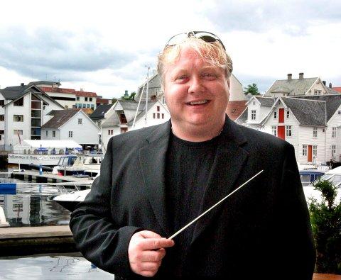 JOHNNY SÆLEMYR, DIRIGENT FOR FLORØ SKOLES MUSIKKORPS