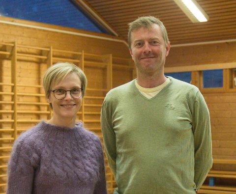 KJEKT: Dagrun Reiakvam og ektemannen Jon Arve Ramstad syntes det var ei kjekk og interessant oppleving då Erna Solberg heldt foreldremøte på Slåtten skule tysdag.