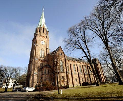 En av mange. Domkirken er en av 11 kirker i distriktet som vil bruke  kirkeklokkene for å bryte koronastillheten.
