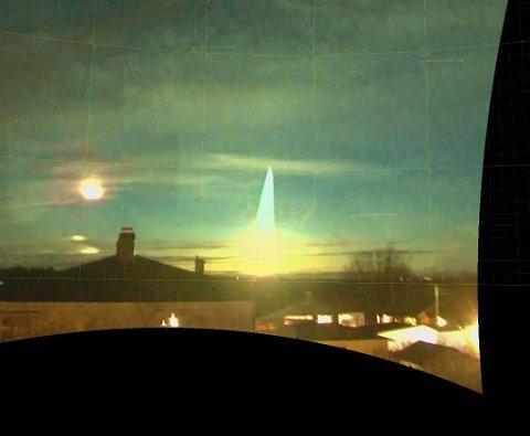 LANDET I LØTEN: Bildet er tatt ved en tidligere hendelse. Meteoritten som ble observert over Biri torsdag forrige uke havnet på Løten.