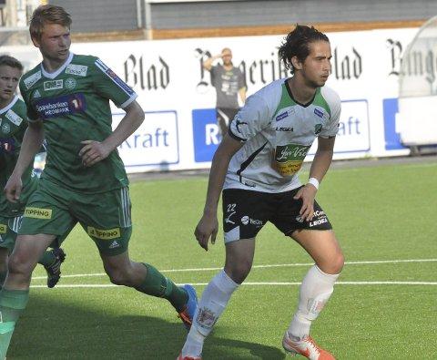 SNART KLAR: Durim Muqkurtaj er snart tilbake for Hønefoss BK etter flere måneder med opptrening. Her i aksjon mot HamKam under en 1. divisjonskamp i fjor. Arkivfoto: Rune Pedersen