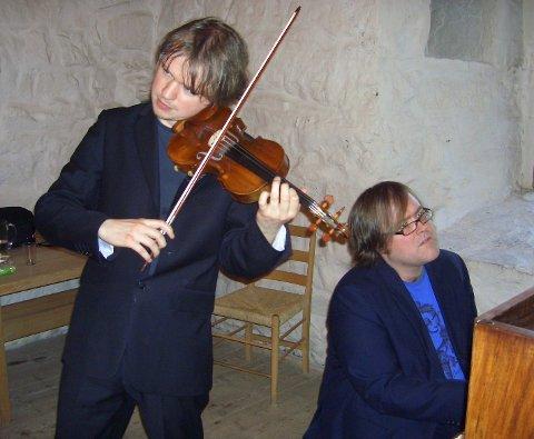 GJENSYN: Henning Kraggerud, fiolin, og Christian Ihle Hadland, piano kommer til Steinhuset 11. februar.