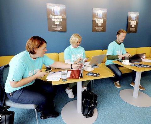 Ringedugnad: Line Mobråthen Rygh (Holmestrand næringsforening), Elin Gran Weggesrud (ordfører) og Arve Vannebo (næringssjef) traff giverne på telefon tirsdag ettermiddag. Foto: Pål Nordby