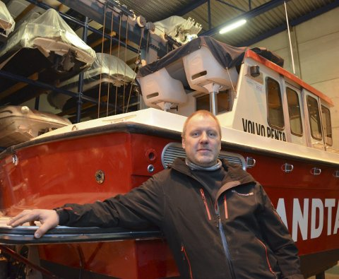 400 båter ligger klar på opplag hos Kiil Sandtangen AS. Men Jens Olav Sørdalen regner ikke med at så mange skal leveres til påske i år.
