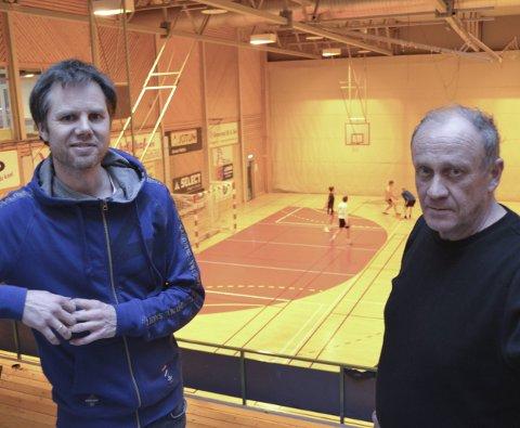 TRANGT OM PLASSEN: Pål Ask (t.v.) fra KIF håndball og Ørnulf Klausen fra KIF friidrett har behov for mer halltid. Det samme har KIFs turngruppe. (Foto: Jon Fivelstad)
