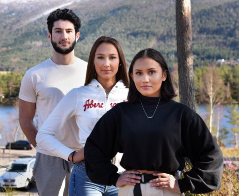 ENGASJERTE: Denne trioen har tatt initiativ til klimastreik ved KVV. F.v. Mariel Delos Santos Warberg, Jenny Skaale, og Isaac Jørgensen.