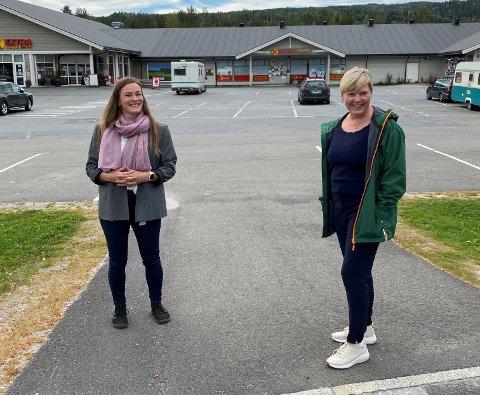 SATSER SAMMEN: Rollag-ordfører Viel Jaren Heitmann (t.v.) og fylkesråd Anne Beathe Kristiansen Tvinnereim fant tonen under kick-off for Rollag kommune som bygdebypilot.