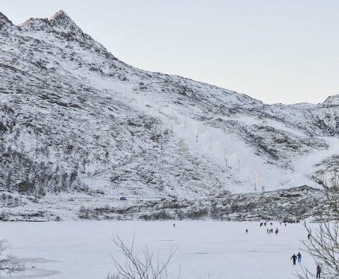 Fullt opp: Det er nå godt med snø i alpinbakken i Kongstind. Kanonene er derfor slått av.