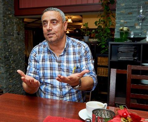 I karantene: Zeki Karadag og to ansatte på Viva Napoli i Namsos er satt i karantene etter at en koronasmittet person fra Høylandet besøkte restauranten 18. desember.