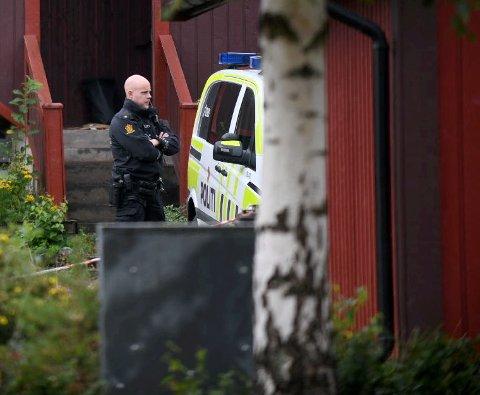 Politiet utenfor huset der en mann i 60-årene ble funnet død 14. august.