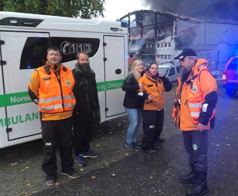 KOM TIDLIG FRAM: Brannvesenet var allerede på plass da mannskapene fra Norsk Folkehjelp returnerte til Moelv etter leteaksjon på Gjøvik. Likevel var de så tidlig ute at utstyret ble reddet fra de brennende lokalene.